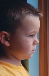 El autismo es un síndrome conductual, con inicio en la infancia
